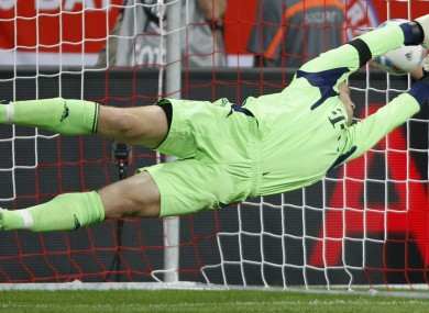 And Manuel Neuer goes... left!