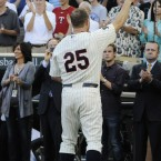 The Minnesota Twins' Jim Thorne salutes the crowd at a pre-game ceremony honouring his 600th career home run.