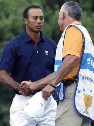 r Tiger Woods, left, shakes hands with his former caddie Steve Williams.
