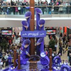 Shoppers view the Cadbury Dairy Milk Magnificent Musical Chocolate Fountain at the Bullring Shopping Centre in Birmingham, England. Photo: Barry Batchelor/PA