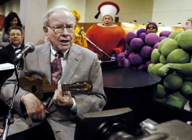 Warren Buffett regales a crowd in Omaha, Nebraska with his ukelele skills.