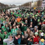 Wave to the camera! Big crowds on O'Connell Bridge (Photo: Niall Carson/PA Wire)
