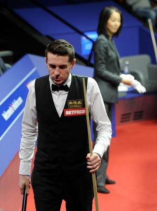 Selby walks off after losing his match.