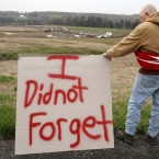 Jeff Ray of Shanksville, Pa, visits the temporary memorial to United Flight 93 in Shanksville, Pa, 2 May 2011. (AP Photo/Gene J. Puskar, File)