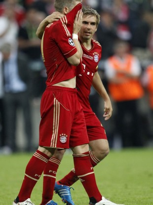 Bayern's Bastian Schweinsteiger, left, is consoled by Philipp Lahm.
