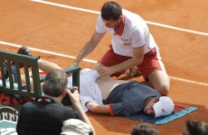 Murray survives injury scare at French Open