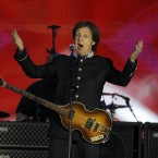 Paul McCartney performs at the Queen's Jubilee Concert in front of Buckingham Palace, London, 4 June, 2012. (AP Photo/Joel Ryan)