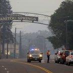 Manitou Springs residents try to return home after being evacuated. (AP Photo/Bryan Oller)