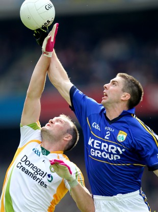 Donegal's Colm McFadden with Marc O'Se of Kerry