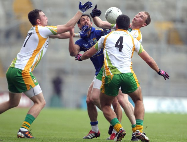 Paul Galvin forced off the ball 5/8/2012Ê