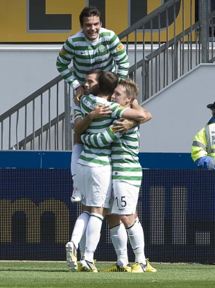 Kris Commons celebrates with his Celtic teammates.