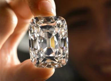 rare-diamond-fetches-e16-9m-at-geneva-auction-4-390x285