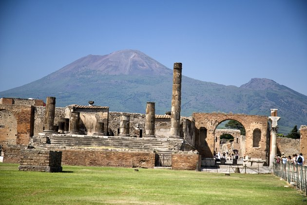 20093679 ITALY Campania Pompeii The Forum. View of some of its ruins with Vesuvius in the background