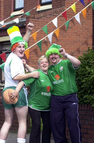 PEOPLE CELEBRATIONS IRISH WORLD CUP JAPAN SOUTH KOREA 2002 HATS