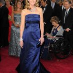 Helen Hunt's dress is from H&M. Yes, H&M. She paired it with 700,000 dollars worth of diamonds. As you do.