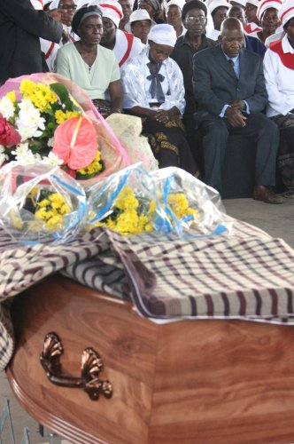 CORRECTION Mozambique Man Dragged Funeral